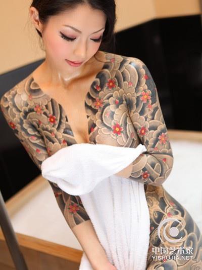 """中国女性的文身(刺青)运动:好女孩也想""""坏""""一回-中国图片"""