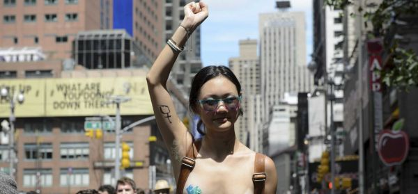 纽约男子无人机给女子传电话号码