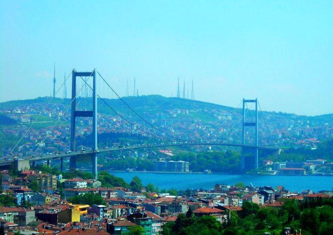将这座古城一分为二,伊斯坦布尔也就成了全世界唯一一座地跨欧亚两洲图片